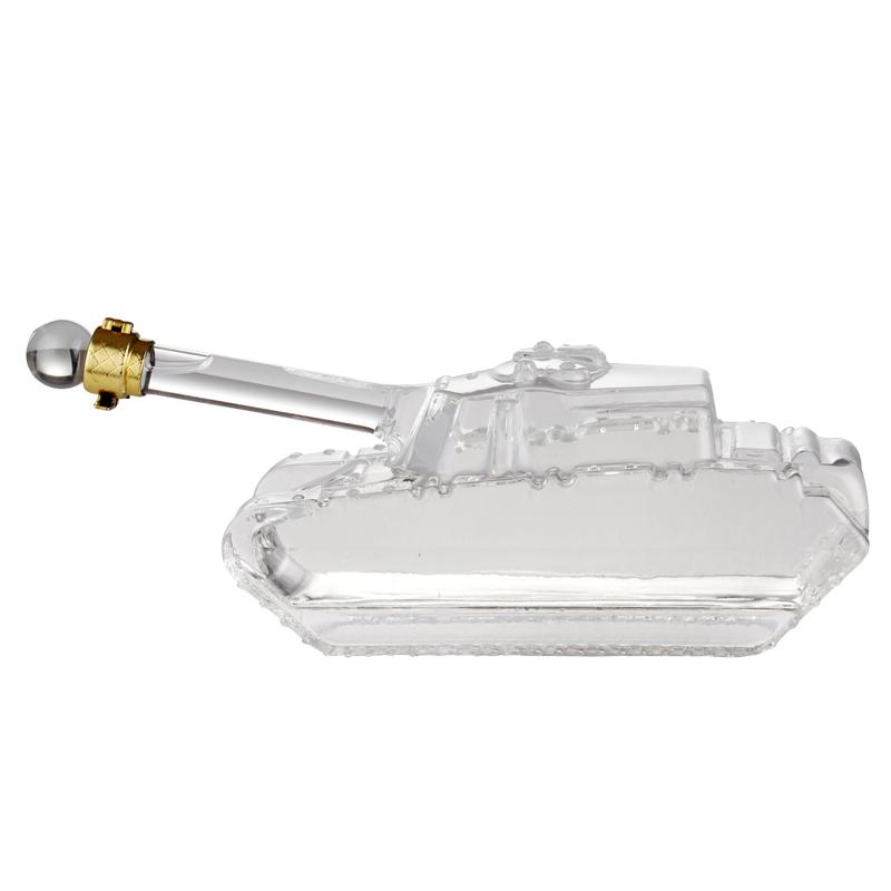 坦克造型玻璃工艺酒瓶手工玻璃醒酒器创意玻璃白酒瓶xo酒瓶