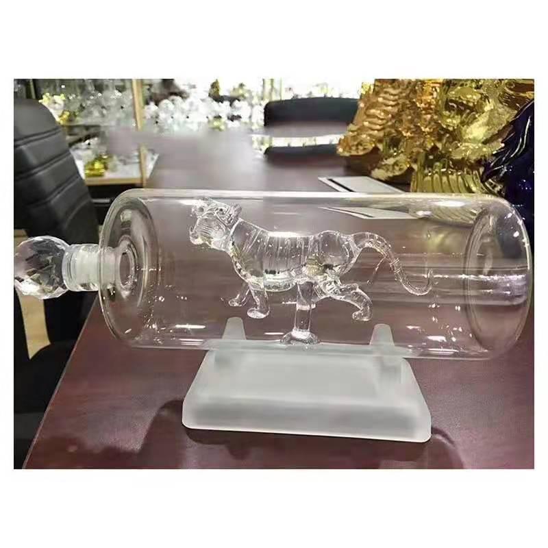 直管内置老虎玻璃酒瓶空心虎造型玻璃酒瓶吹制白酒瓶