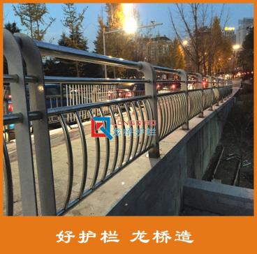 龙桥订制许昌桥梁河道防护栏 不锈钢碳钢复合管护栏
