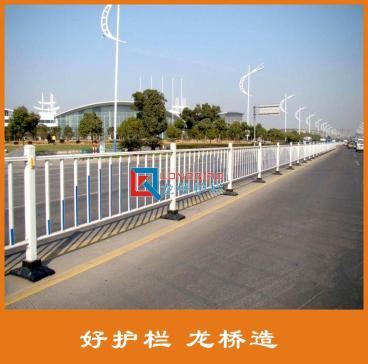 许昌交通护栏 镀锌钢交通护栏 交通道路隔离护栏 花式样订制
